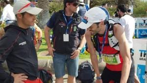 Dani Aguirre compartiendo experiencias con el ganador Advanced, Sebas Sánchez. (c) Hoka One One Spain